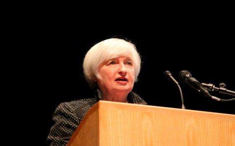 A la Fed le preocupan burbujas inmobiliarias por tasas bajas: Yellen
