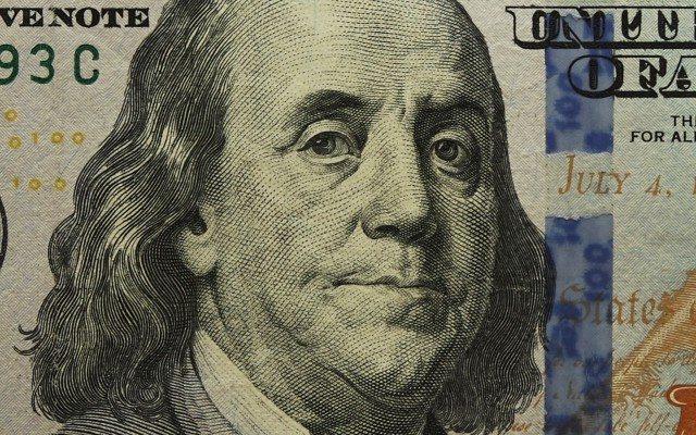 Nuevos billetes de 100 dólares. (Foto: Staff.)