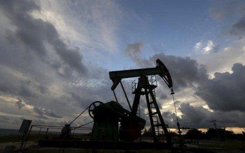 Precios del petróleo caen por dudas en cumplimiento del recorte