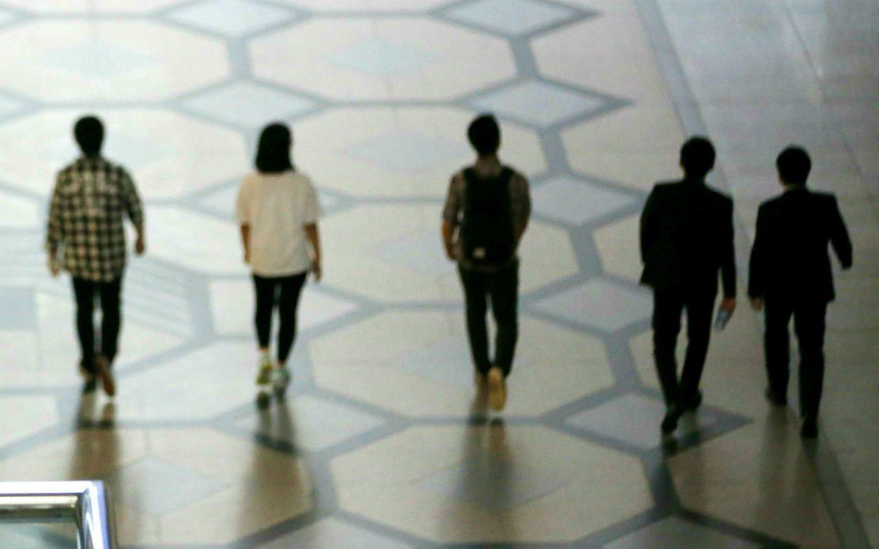 jovenes-caminando
