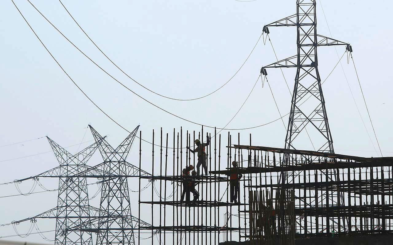 Industrias y comercios pagarán más por la luz en enero