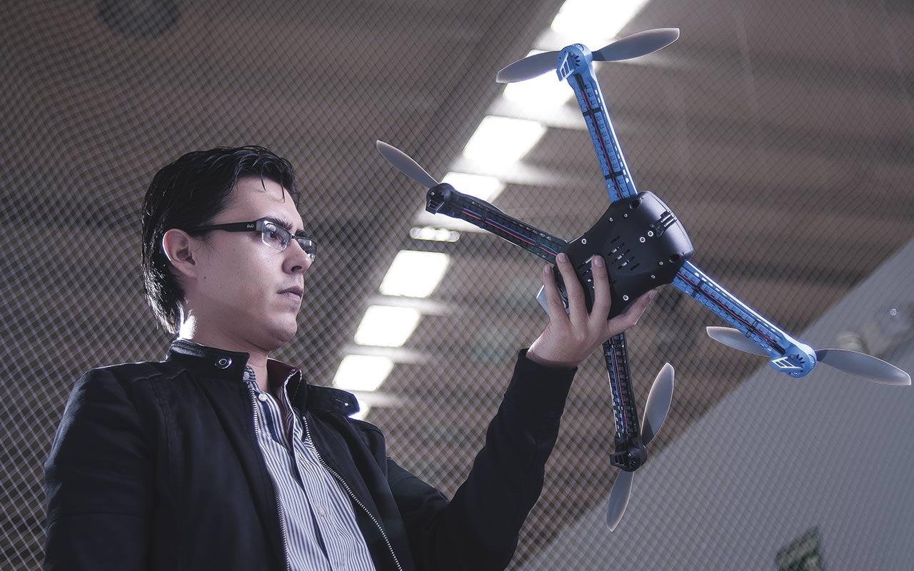 Jóvenes mexicanos que triunfan en el negocio de los drones