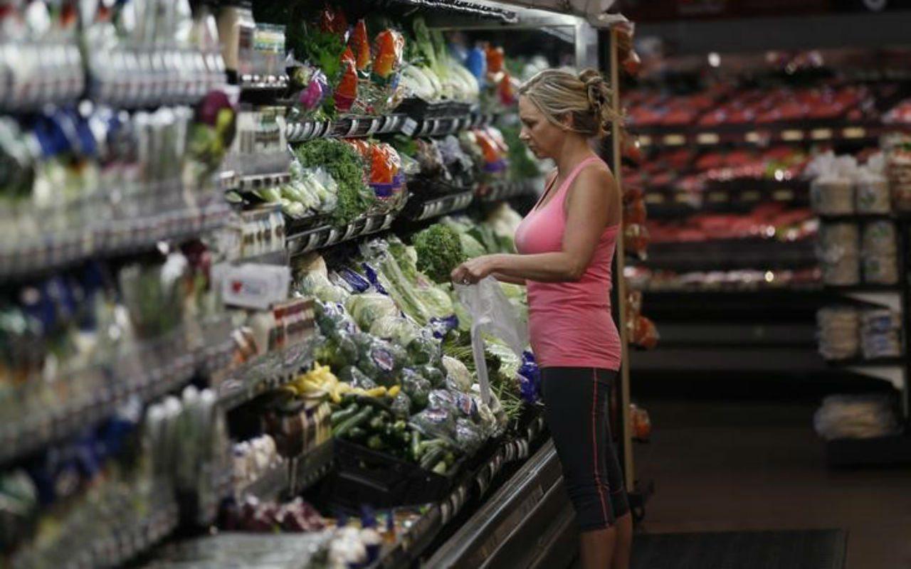 Con ingresos más bajos, los mexicanos gastan más en alimentos