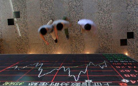 Dólar llega hasta 19.54 pesos en BBVA Bancomer; cae 1.35% la BMV