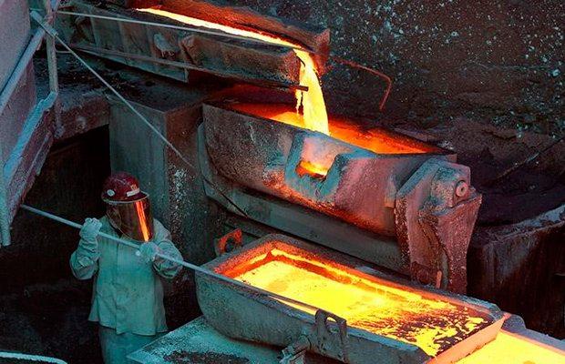 Manufactura de China se hunde a mínimos de 3 años