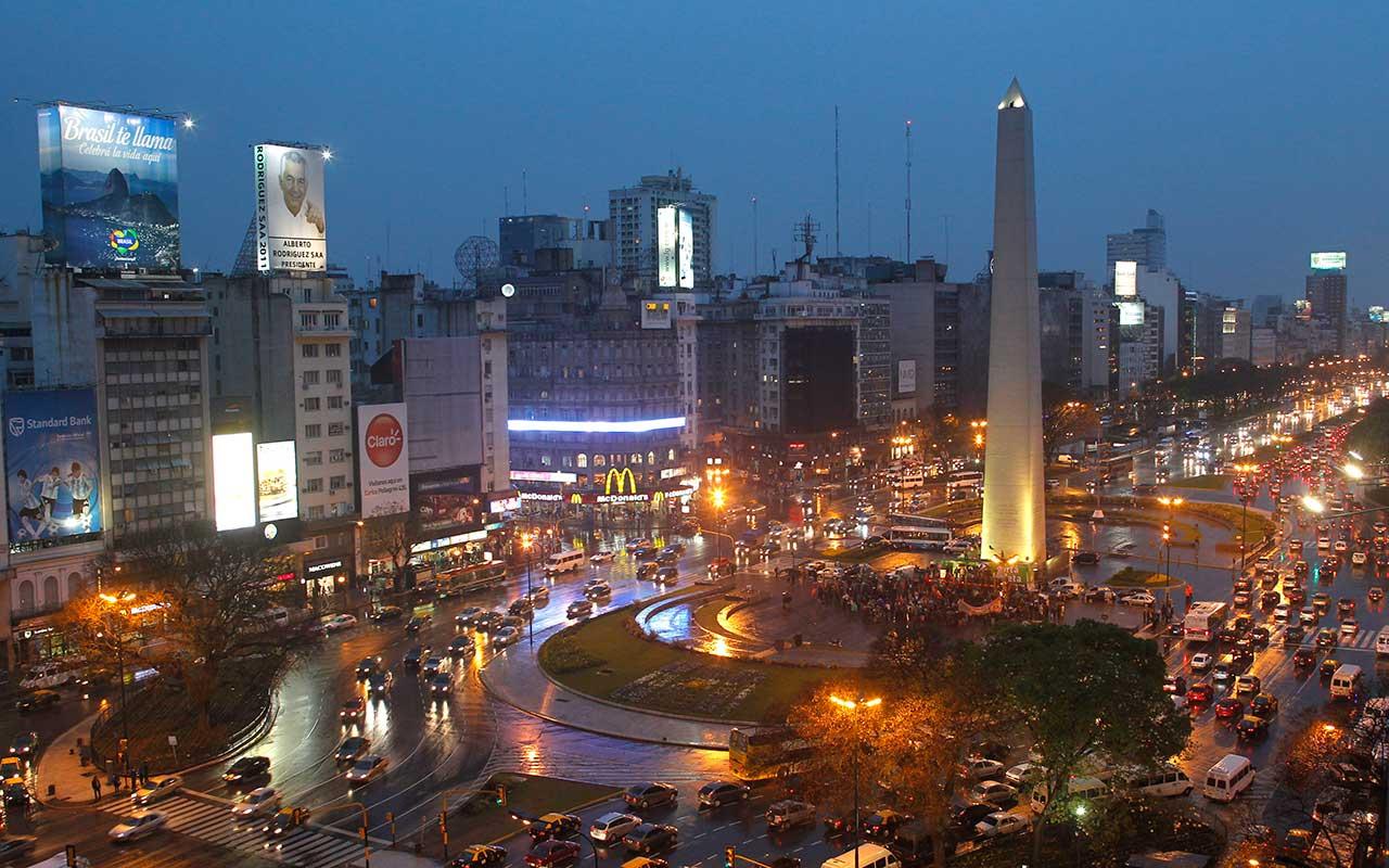 Banco central de Argentina sube tasa de interés a 45%