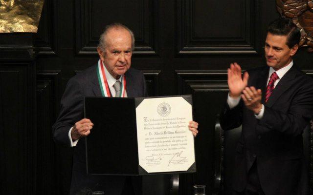 Alberto Baillères recibe medalla Belisario Domínguez