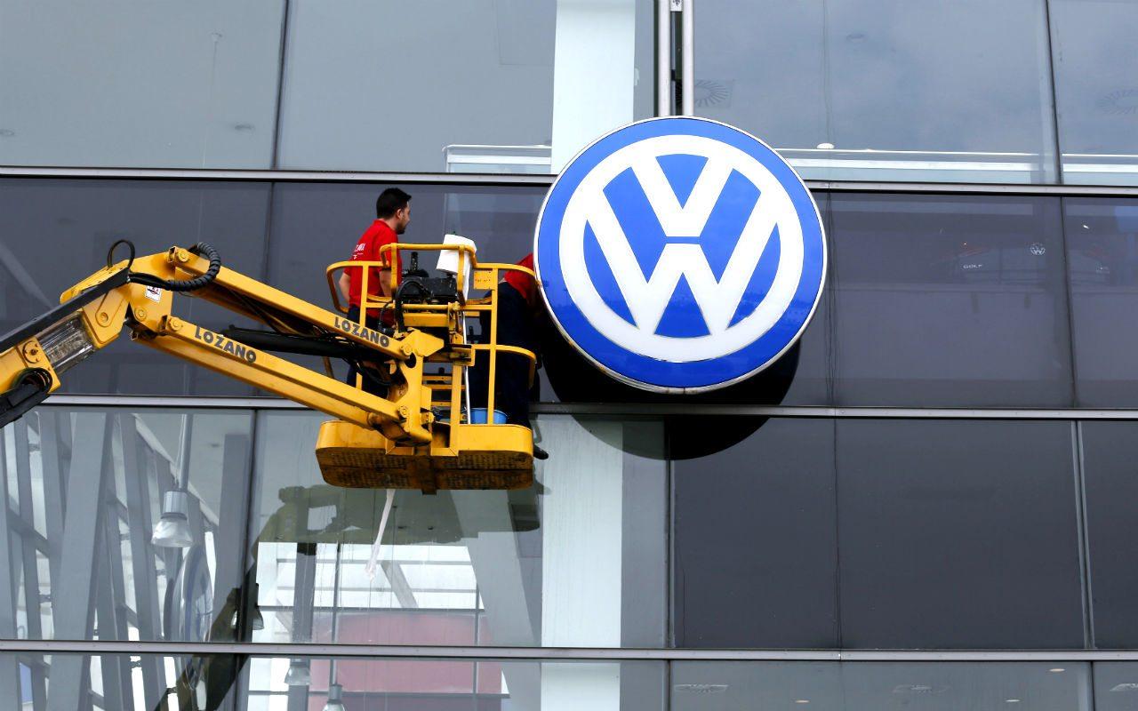 Fiscales alemanes multan a VW con 1,000 mde por escándalo de diesel