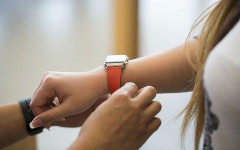 Los smartwatch redefinen el campo de batalla de las relojeras