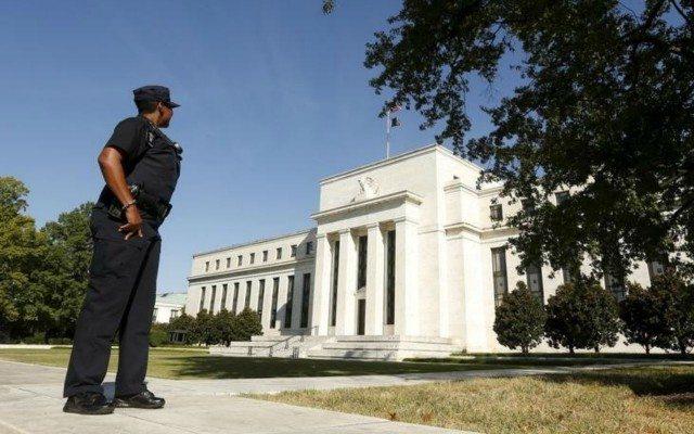 En la bazuca de la Fed aún quedan municiones para seguir hundiendo al mundo en la peor depresión de la historia. (Foto: Reuters)