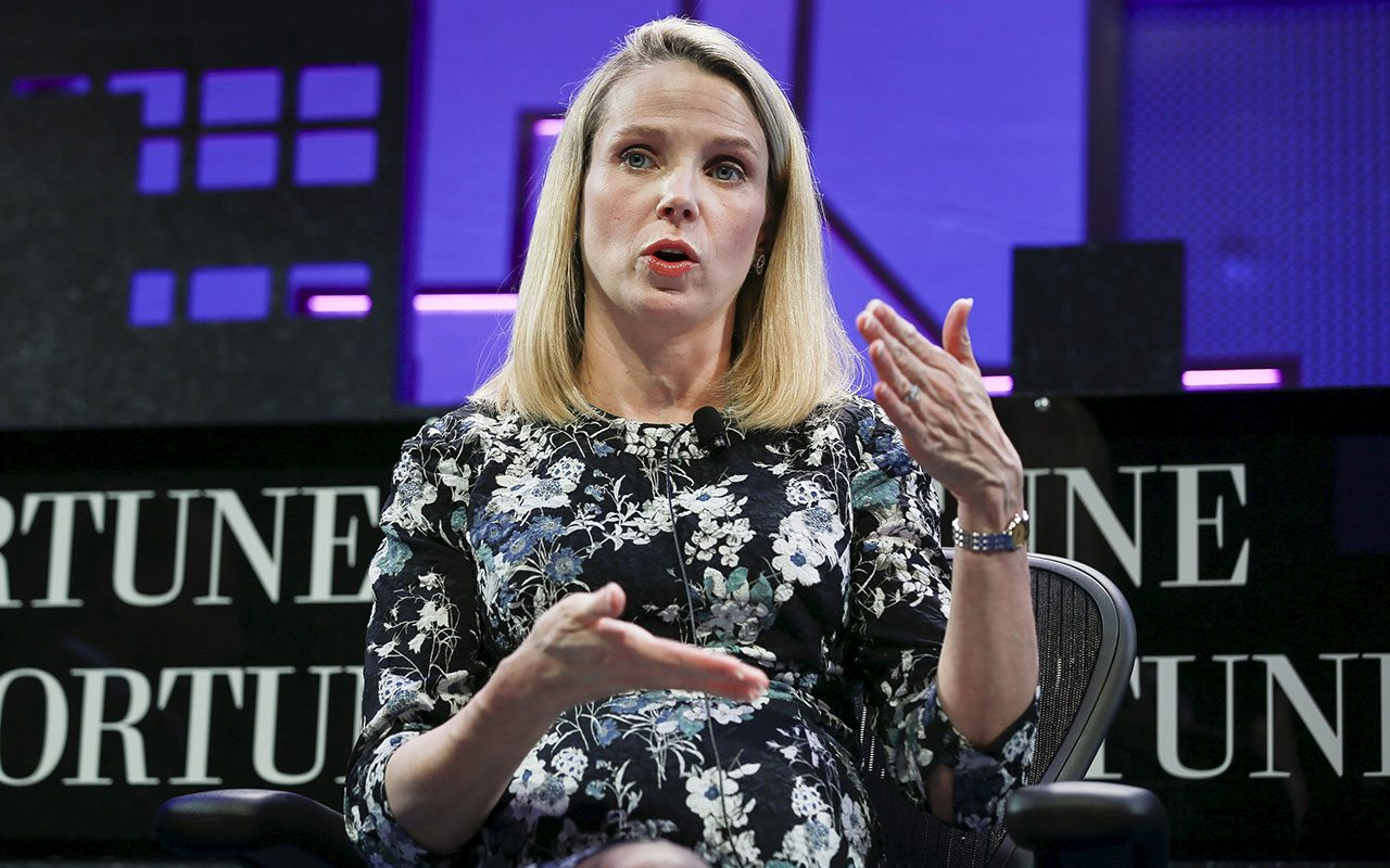 Marissa Mayer se disculpa por violaciones de seguridad de Yahoo