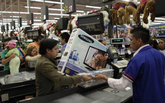 Consumo privado creció 4.4% en abril, según INEGI