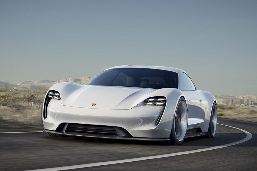 Porsche duplicará sus inversiones en vehículos eléctricos para 2022