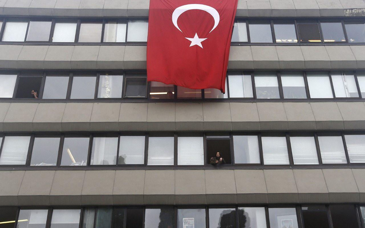 Turquía extiende a la IP purga tras el fallido golpe de Estado