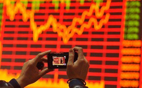 BMV cierra con ganancias; dólar se ubica hasta en 18.95 pesos