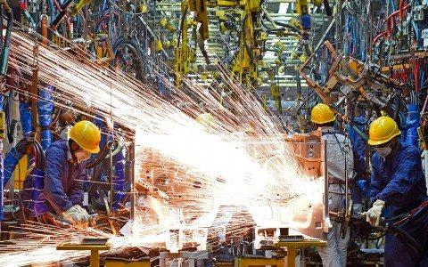 Empleo en manufacturas aumenta al inicio de 2016: Inegi