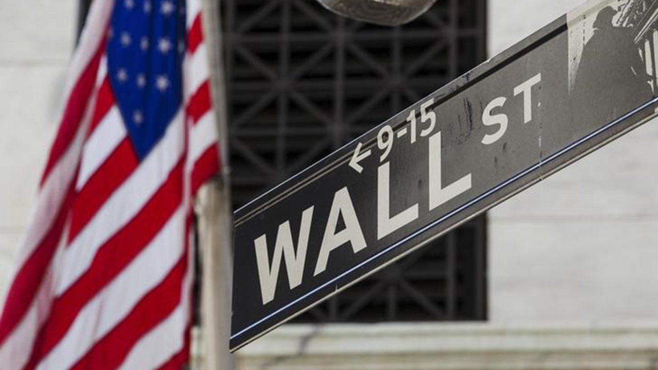 Wall Street sube ante temor sobre inflación, Apple toca máximo histórico