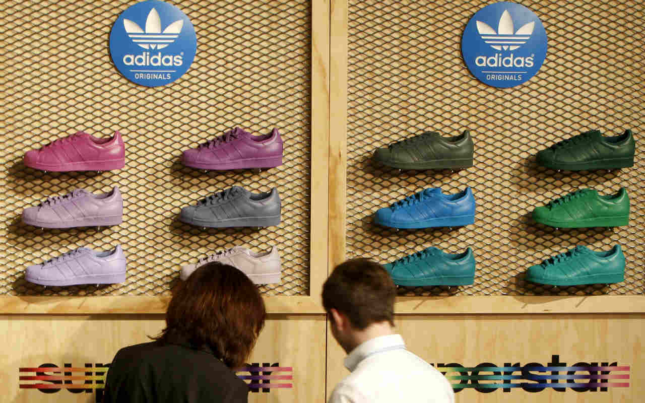 Adidas bajará las cortinas en fábricas robotizadas de Alemania y EU