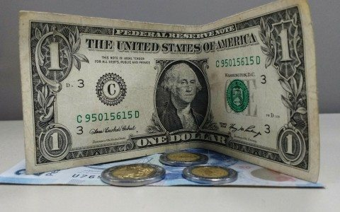 Peso opera estable, pero dólar se acerca a 19 pesos en bancos