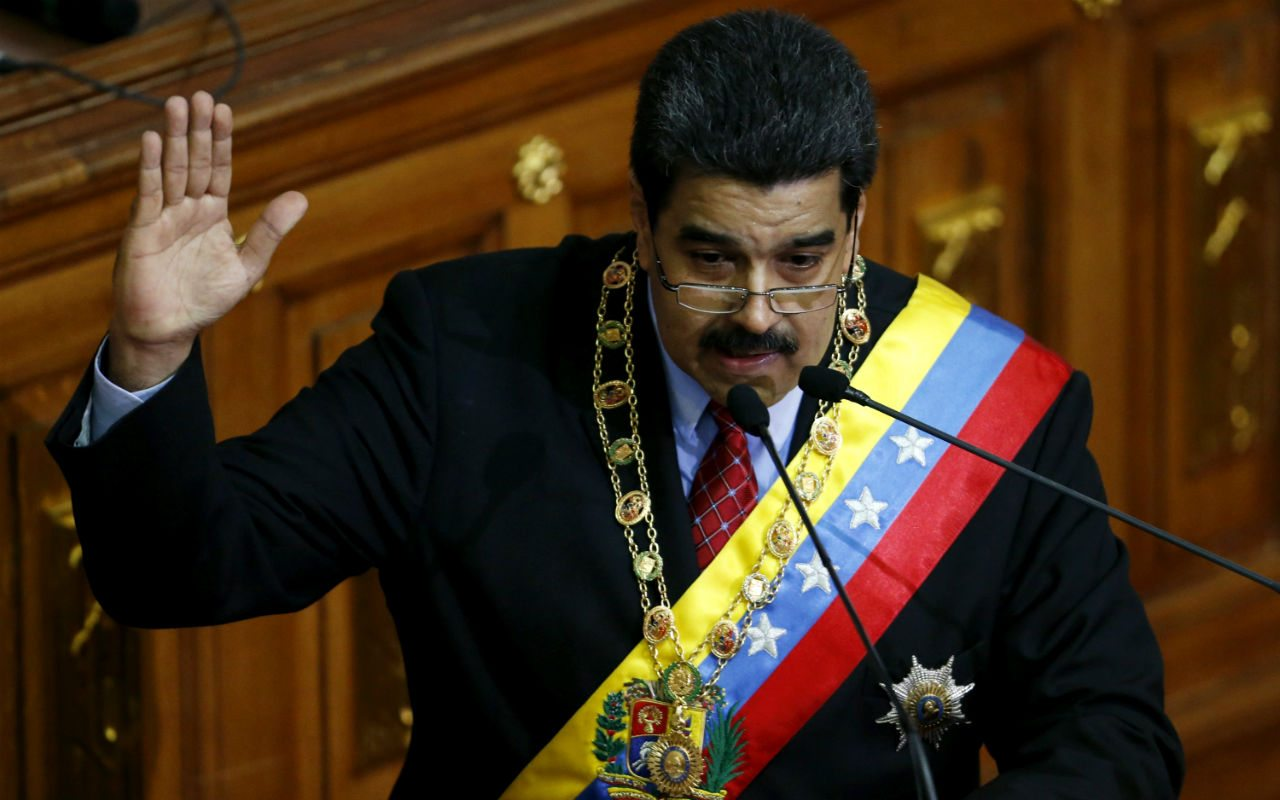 Maduro afirma que EU conspira para debilitar fuerzas armadas