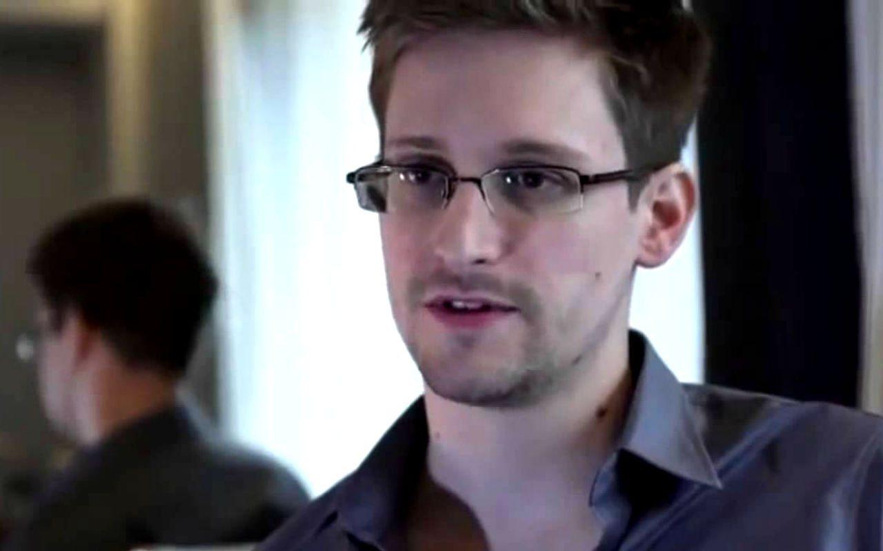 Rusia otorga derechos de residencia permanente a Snowden