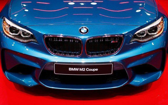 Un BMW M2 Coupé en el salon del auto de Detroit. (Foto: Reuters.)