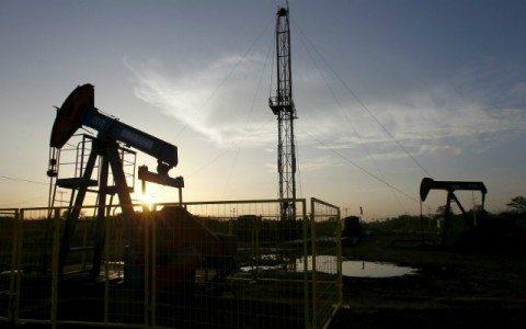 Precios del petróleo caen de los 50 dólares