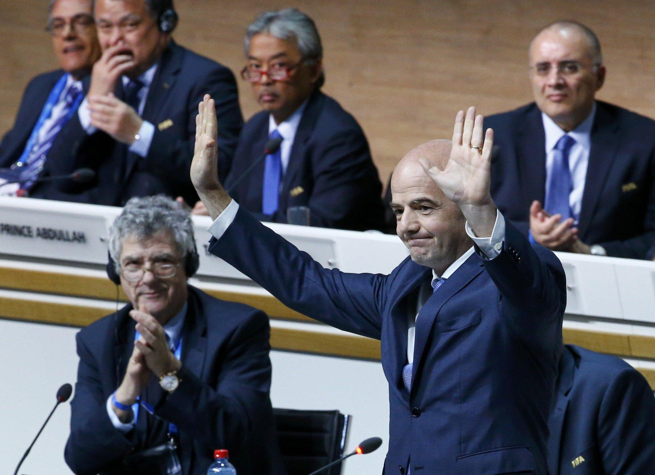 Presidente de la FIFA quiere crear dos torneos mundiales