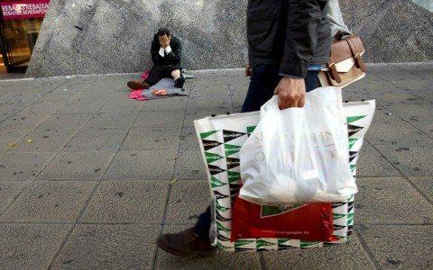 Los más pobres, el mayor negocio de la banca