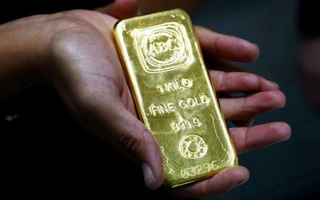 Con el peso tan debilitado y las reservas en dólares mermando, el oro sería un respaldo importante. (Foto: Reuters)