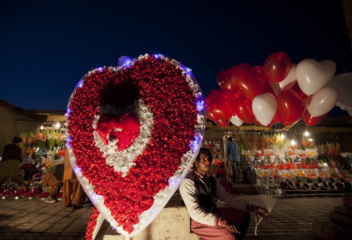 ¿'Tarjetazo' para celebrar el 14 de febrero? La Condusef no lo recomienda