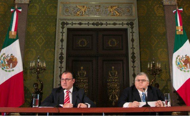 El secretario de Hacienda, Luis Videgaray;  y el gobernador del Banco de México, Agustín Carstens, en conferencia de prensa. Foto: www.gob.mx