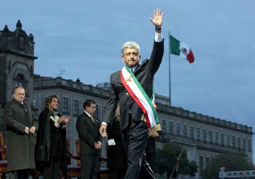 Andrés Manuel López Obrador saludando. (Foto: correciudadano.blogspot.mx)