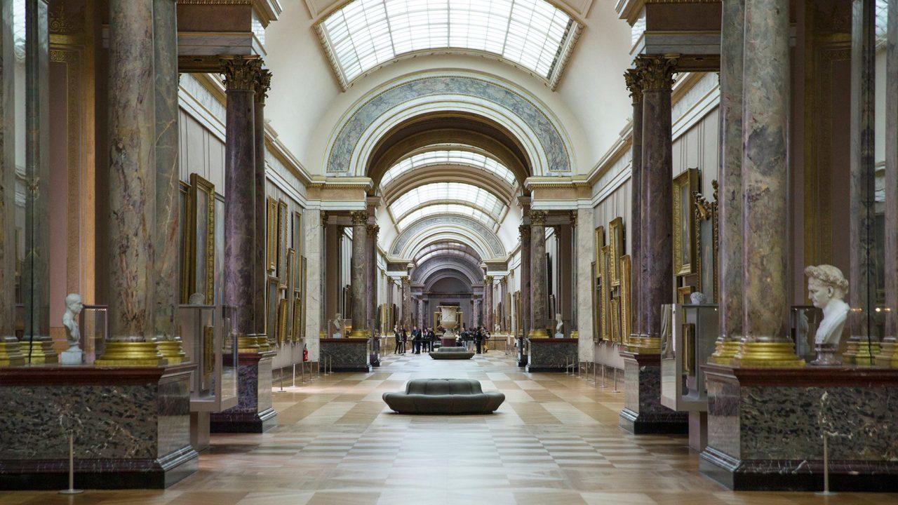 El Louvre se abre al mundo y sube 482,000 obras a internet