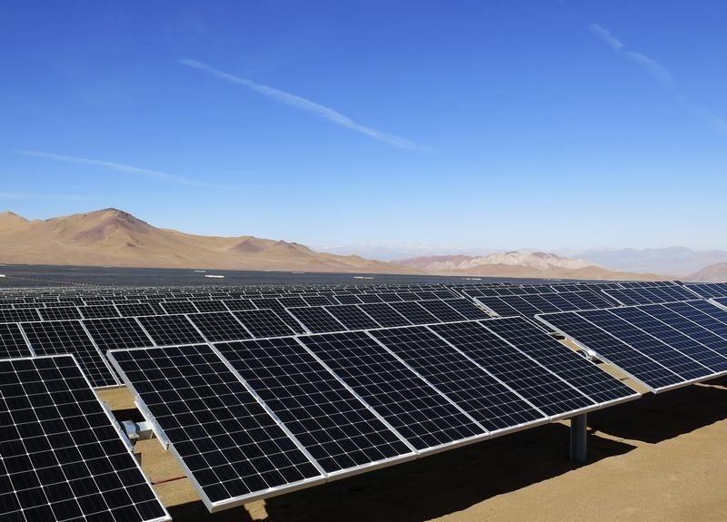 Parque en Sonora inicia operaciones con 68,000 paneles solares