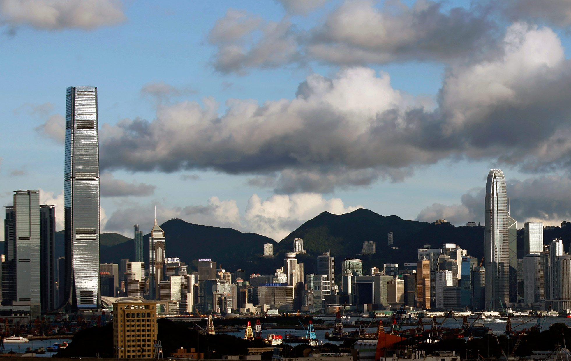 Hong Kong y la ASEAN firman acuerdos para un comercio más libre
