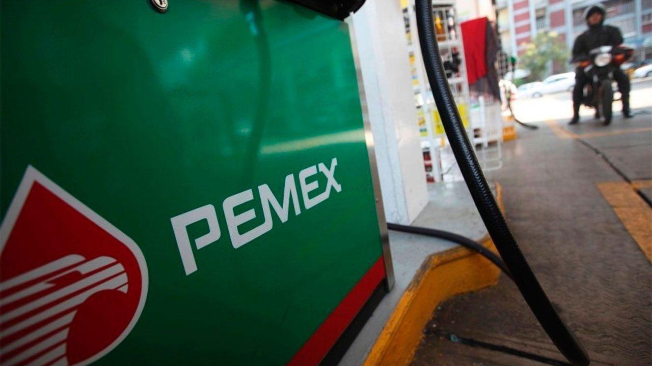 Pemex intenta controlar incendio en gasolinera cercana a refinería de Tamaulipas