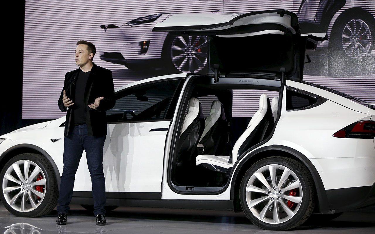 Elon Musk hará a sus Tesla completamente autónomos en 6 meses