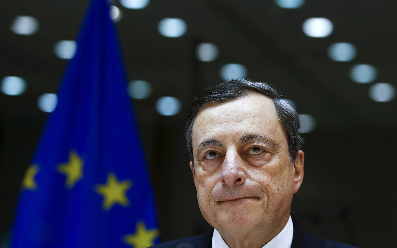 BCE será paciente al ajustar sus tasas de interés, asegura Draghi