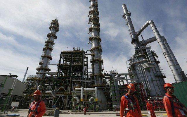 Imagen de refinería de Pemex en Salamanca, Guanajuato (Reuters).