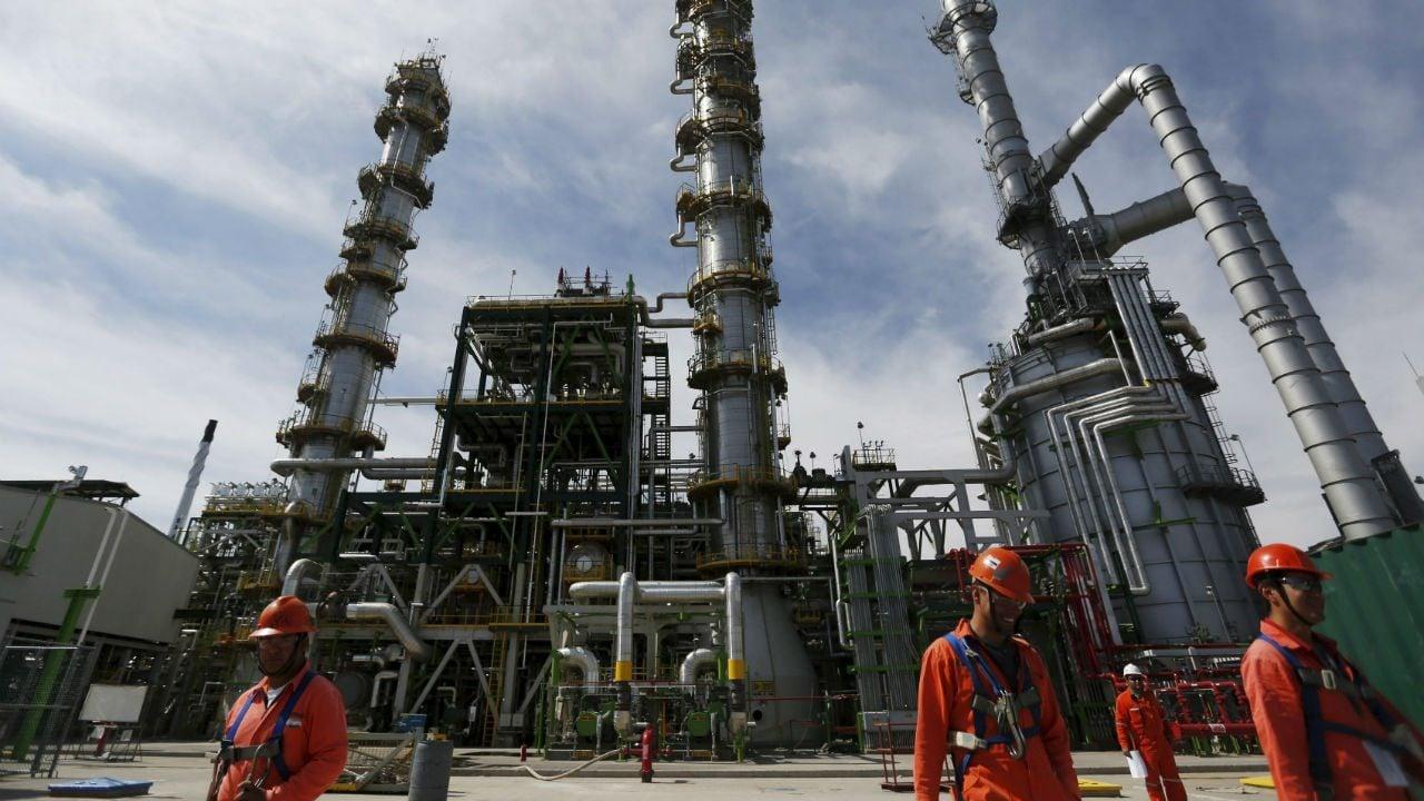 Pemex da a italiana contratos para construir unidades en refinerías