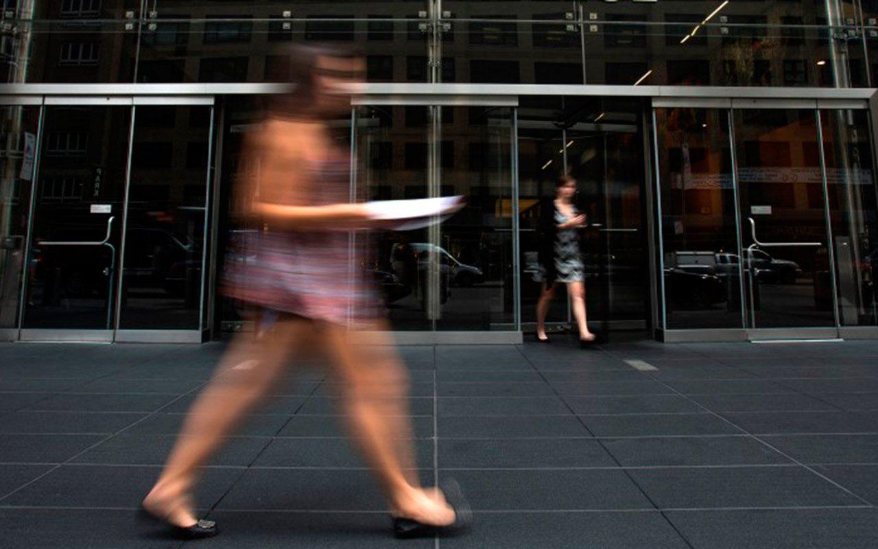 Desempleo sube entre mujeres en octubre
