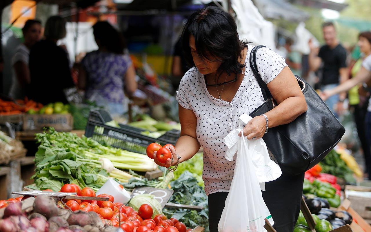 Largas jornadas sin prestaciones, la realidad de las trabajadoras domésticas