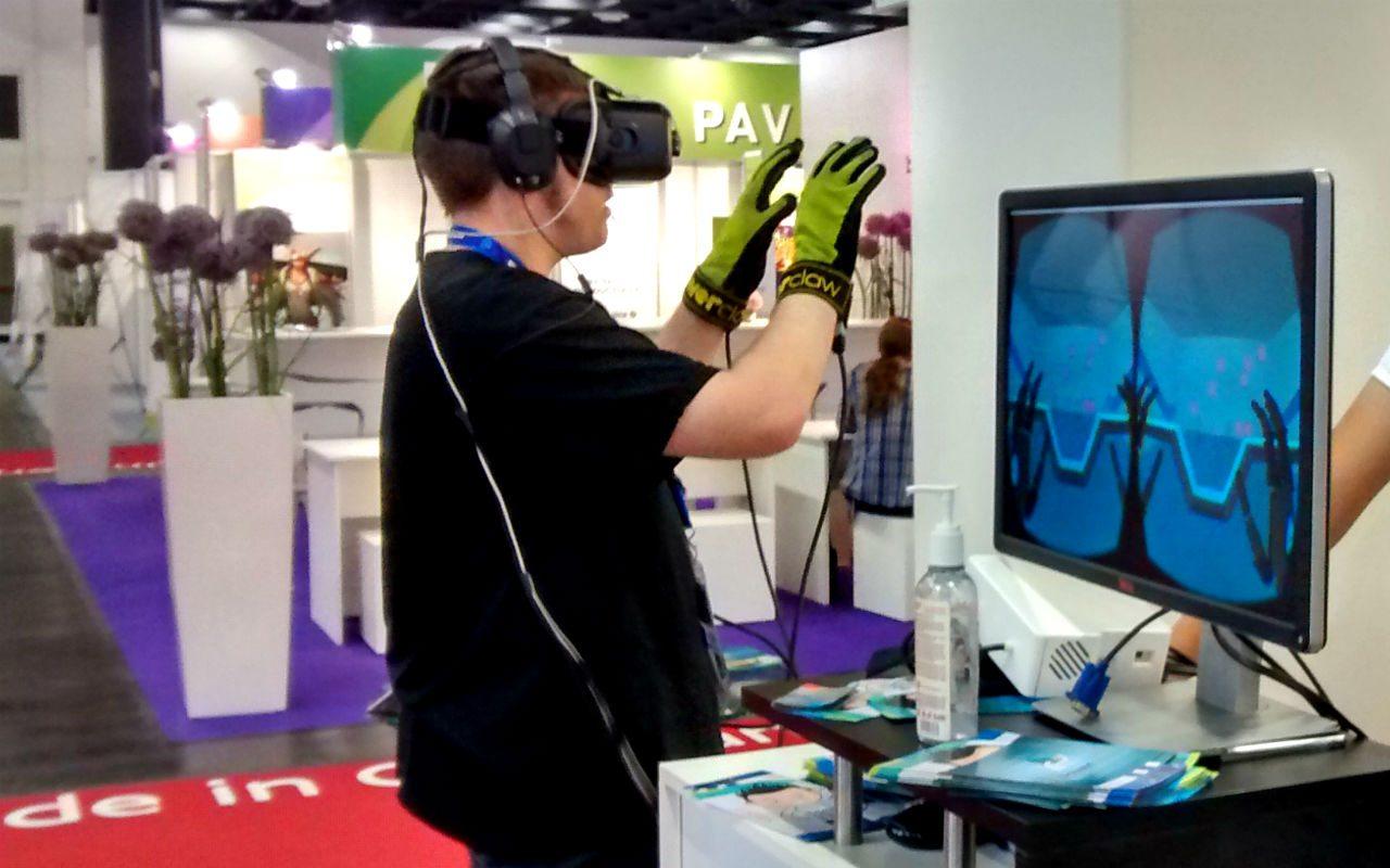 Los guantes que permiten sentir lo digital