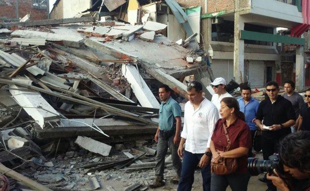 Daños por terremoto en Ecuador ascienden a 3,000 mdd