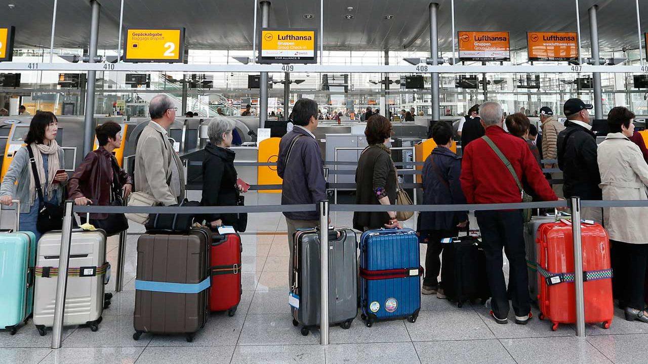 Aeropuerto capitalino ajustará sus 415 pantallas por Horario de Verano