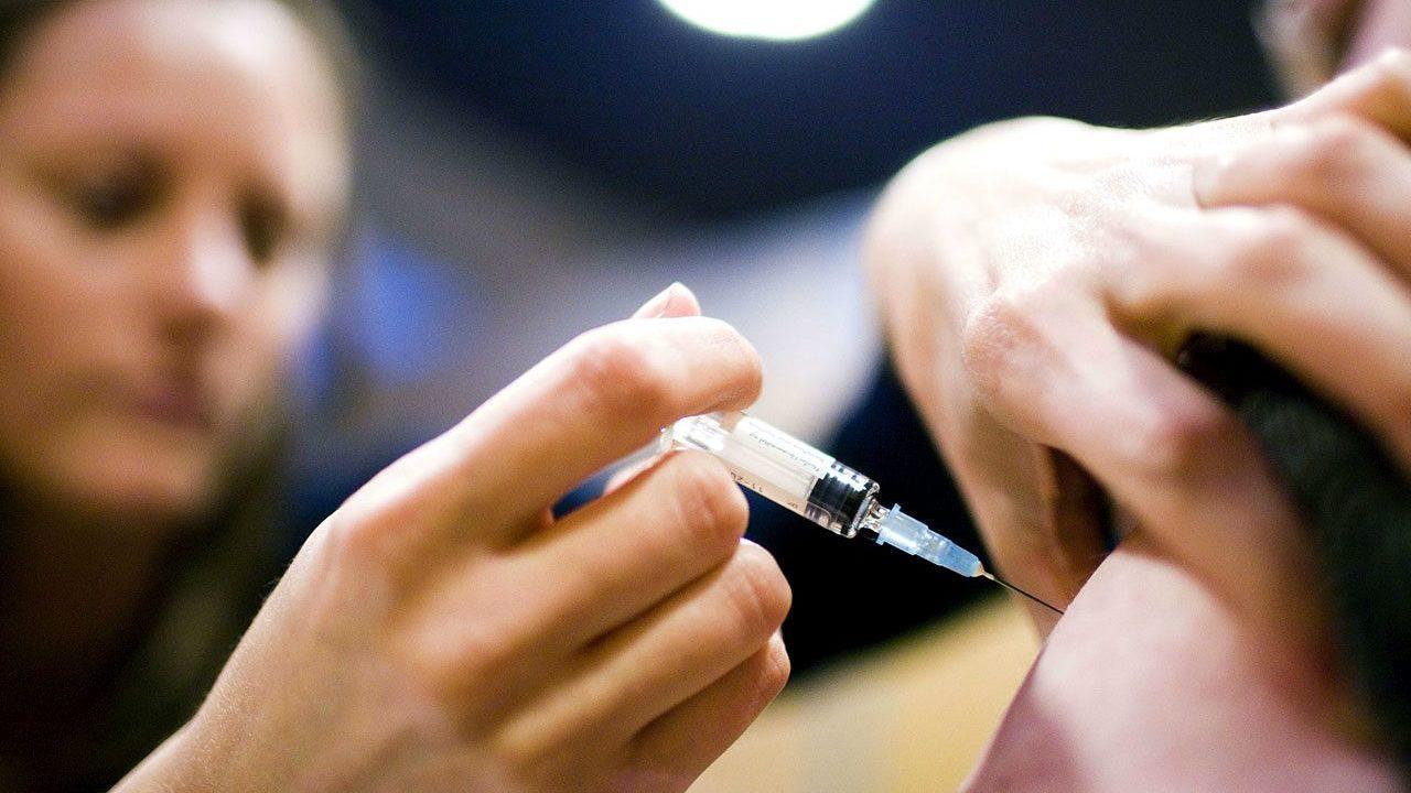 Alertan por falsifcación y venta ilegal de vacunas contra la influenza