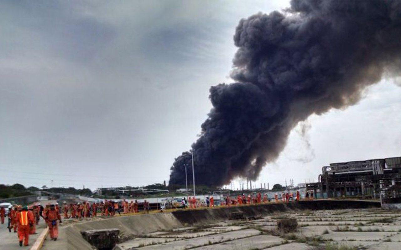 Controlado, incendio en Refinería de Salina Cruz: Pemex