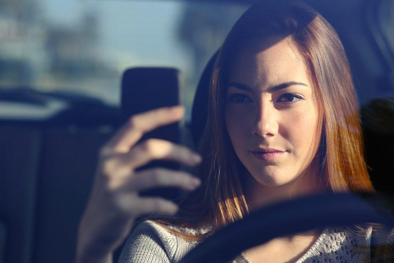 Mala redacción debilita sanción a quien cause accidente por textear
