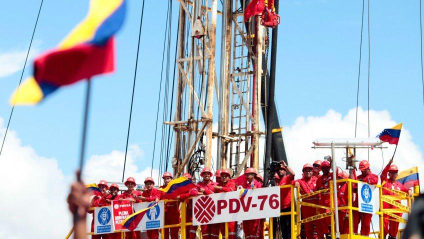 Precios del petróleo suben por problemas de suministro de Venezuela